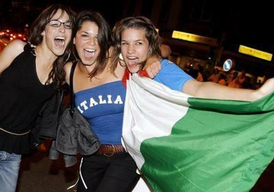 Italian supporters celebrating the world cup