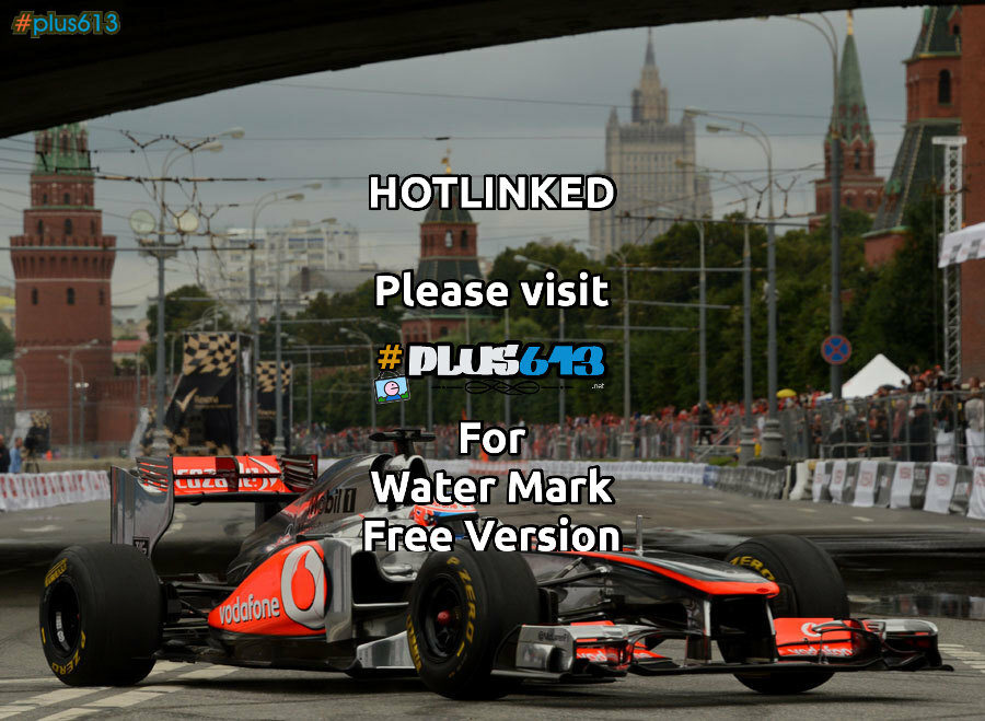 Jenson Button (McLaren) drives in front of the Kremlin
