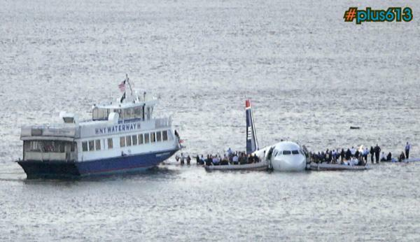 It's a beautiful day for a swim - Jet crashes into Hudson River, New York